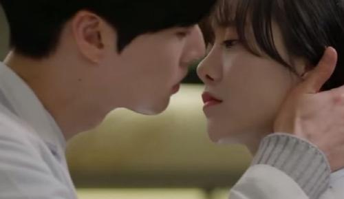 안재현 구혜선 열애 키스신.png