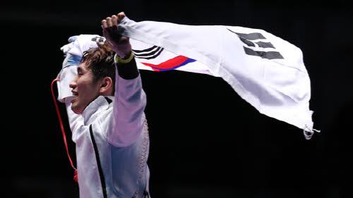 박상영 15-14 에페 금메달.jpg